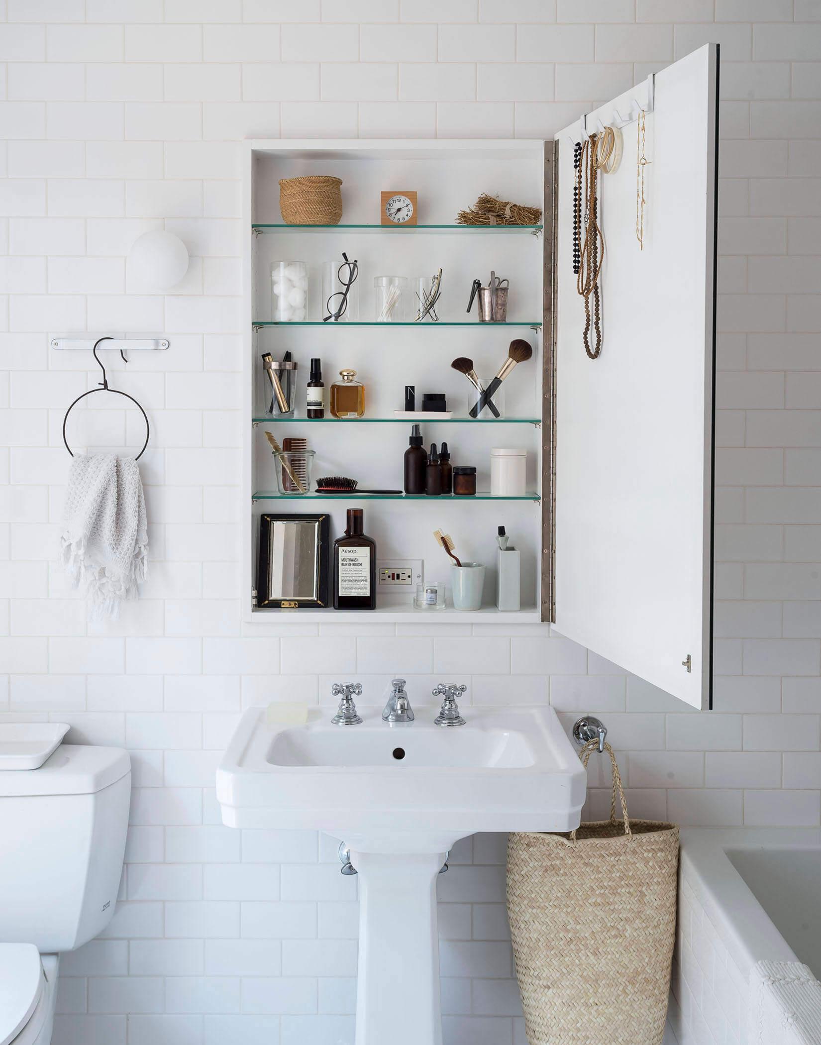 Bathroom storage medicine cabinet