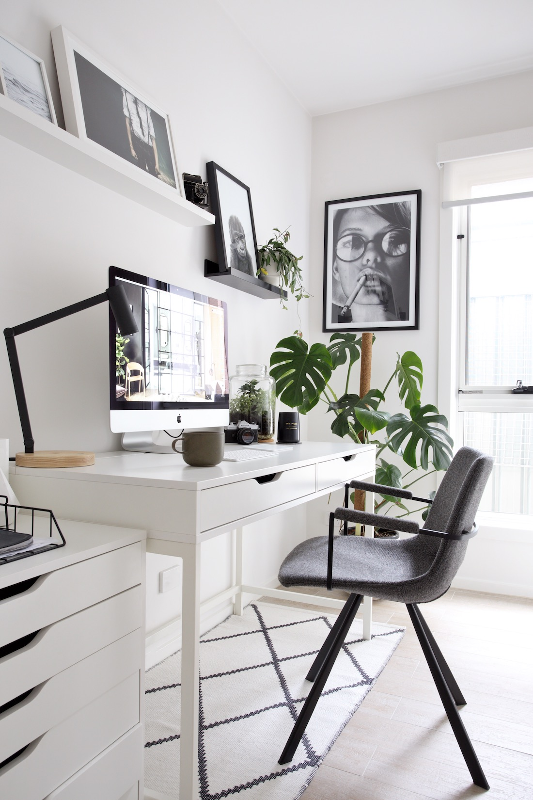 Office-organization-ideas-desk-with-drawers