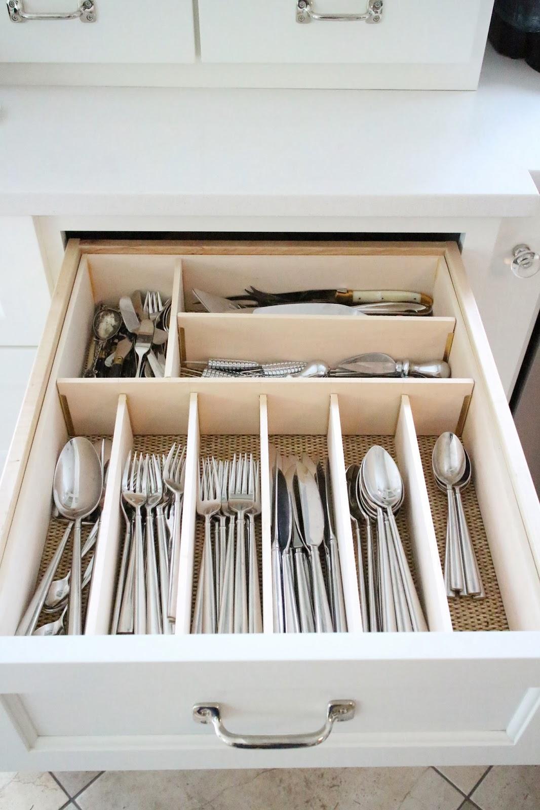 kitchen-cabinet-organize-silverware